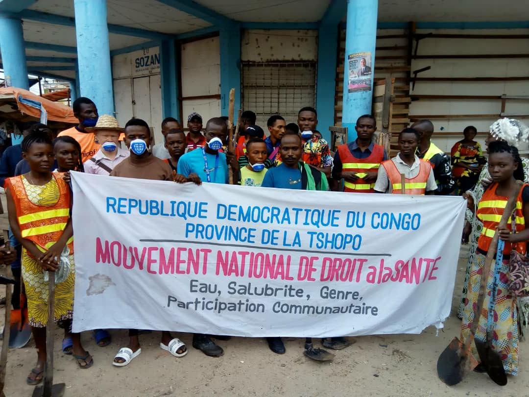 Congolese gezondheidsactivisten tijdens schoonmaakactie